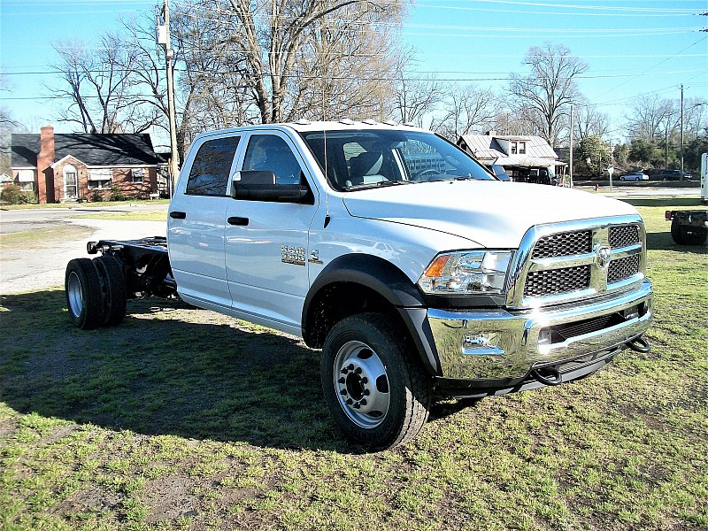 2017 Ram 5500 Crew Cab DRW, Cab Chassis #582099 - photo 15