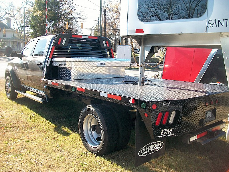 2015 Ram 5500 Crew Cab DRW, Hauler Body #595944 - photo 2