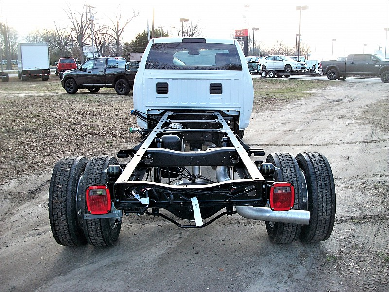 2017 Ram 5500 Regular Cab DRW Cab Chassis #604409 - photo 4