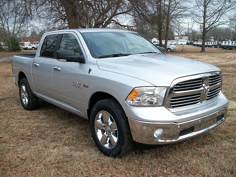2017 Ram 1500 Crew Cab, Pickup #605409 - photo 16