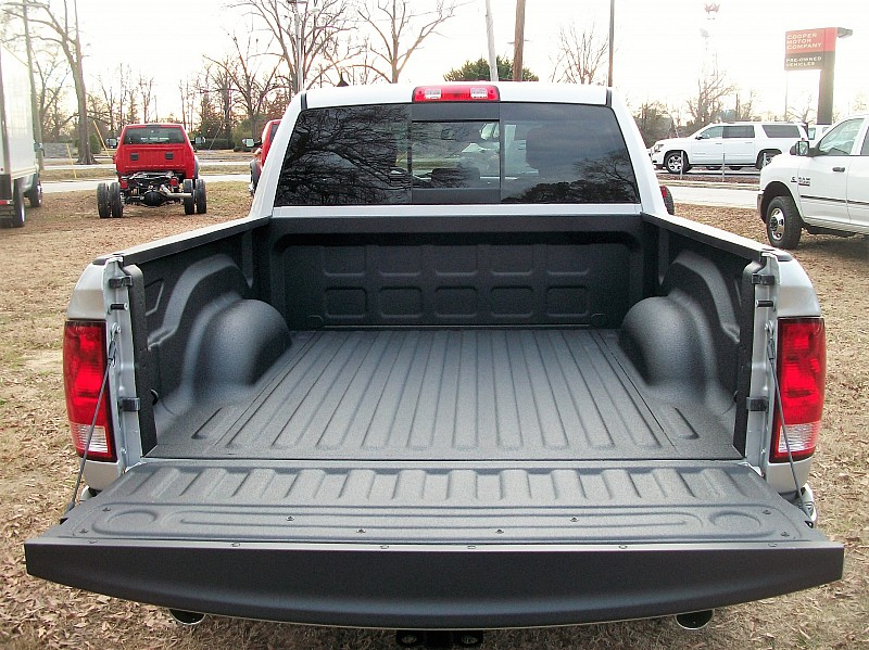 2017 Ram 1500 Crew Cab, Pickup #605409 - photo 8