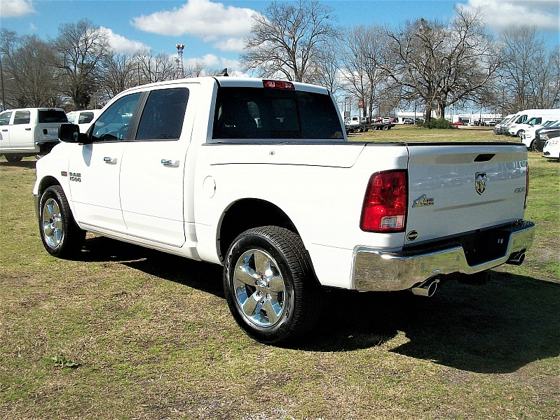 2017 Ram 1500 Crew Cab 4x4, Pickup #665812 - photo 2