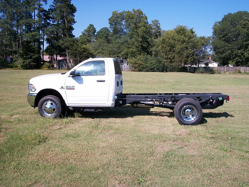 2017 Ram 3500 Regular Cab DRW 4x4 Cab Chassis #684310 - photo 10