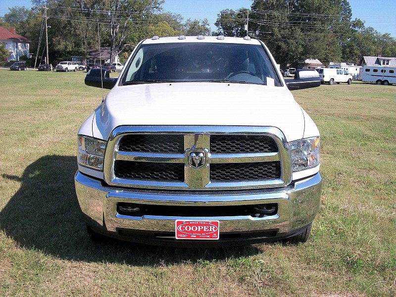 2017 Ram 3500 Regular Cab DRW 4x4 Cab Chassis #684310 - photo 26