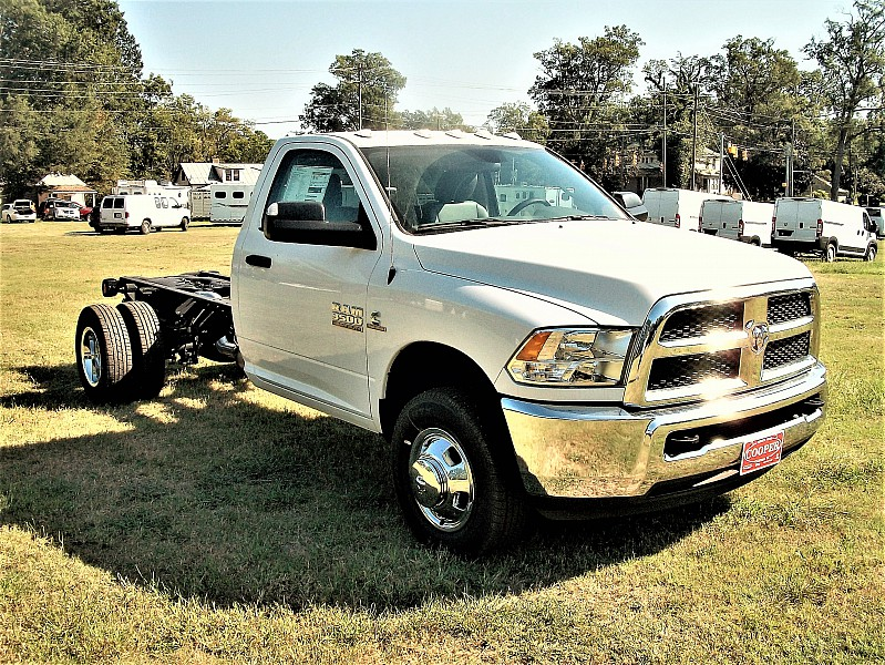2017 Ram 3500 Regular Cab DRW 4x4 Cab Chassis #684310 - photo 9