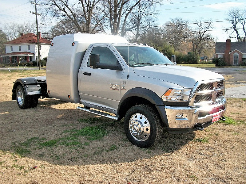 2017 Ram 5500 Regular Cab DRW 4x4 Hauler Body #686665 - photo 17