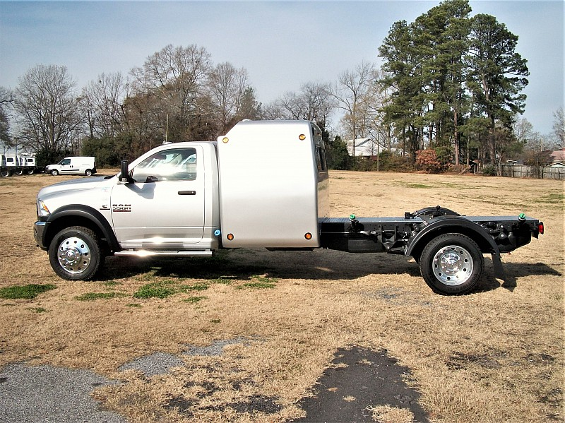 2017 Ram 5500 Regular Cab DRW 4x4 Hauler Body #686665 - photo 18