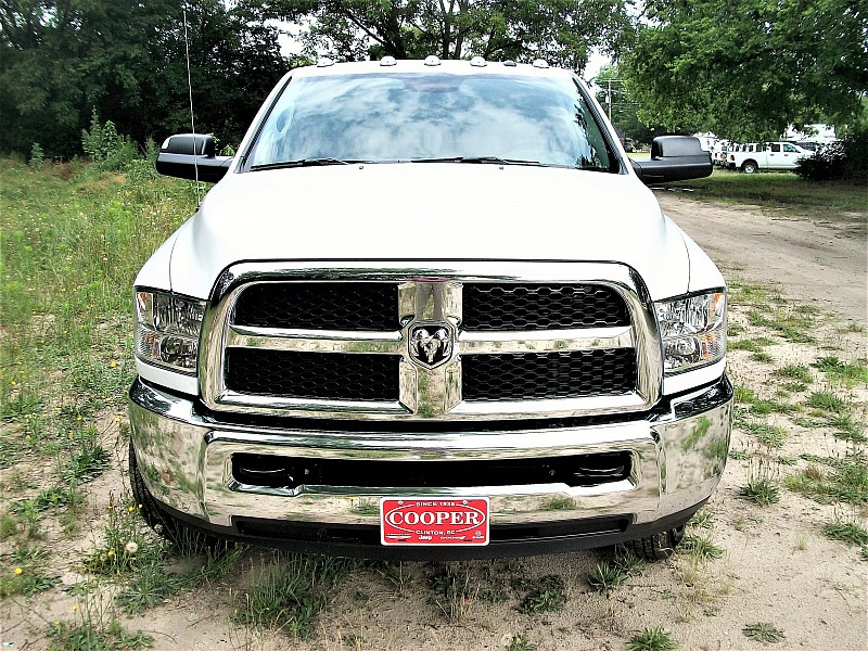 2017 Ram 3500 Crew Cab DRW 4x4, Pickup #719175 - photo 36