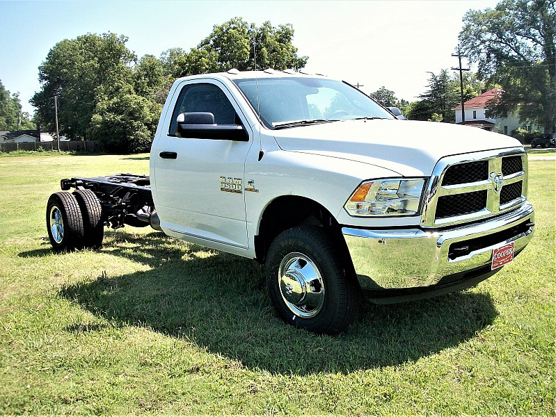 2017 Ram 3500 Regular Cab DRW Cab Chassis #719551 - photo 10