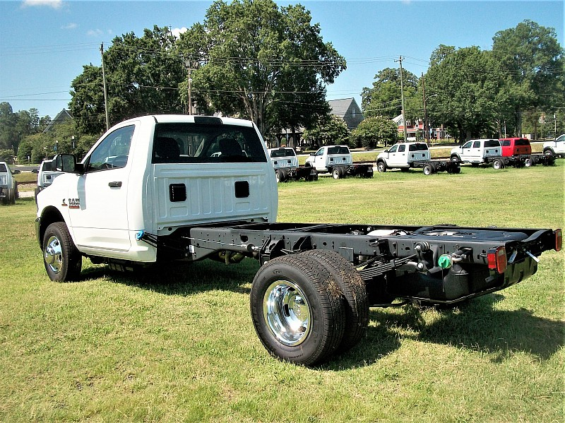 2017 Ram 3500 Regular Cab DRW Cab Chassis #719551 - photo 2