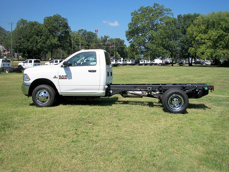 2017 Ram 3500 Regular Cab DRW Cab Chassis #719552 - photo 11