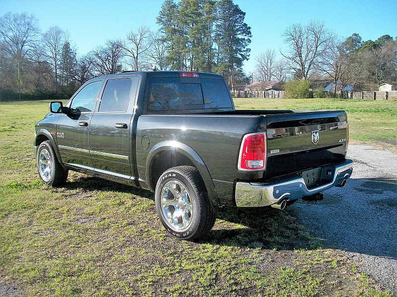 2017 Ram 1500 Crew Cab 4x4, Pickup #874314 - photo 2