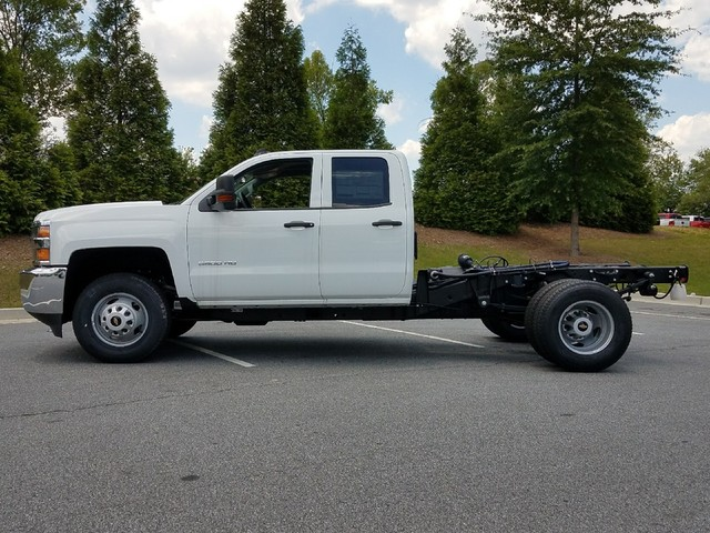 2017 Silverado 3500 Double Cab, Cab Chassis #1170382 - photo 3