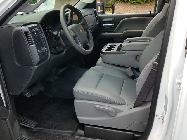2017 Silverado 3500 Double Cab, Cab Chassis #1170382 - photo 4
