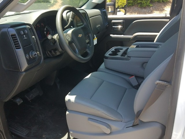 2017 Silverado 3500 Regular Cab, Platform Body #1170621 - photo 5