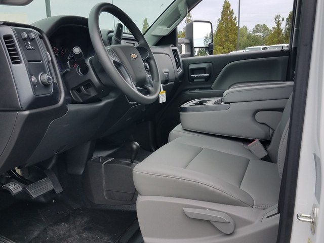 2017 Silverado 3500 Crew Cab DRW 4x4, Warner Service Body #1171359 - photo 3