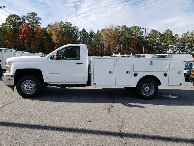 2017 Silverado 3500 Regular Cab DRW 4x4, Cab Chassis #1171393 - photo 2