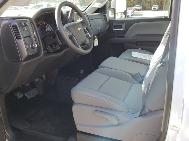 2017 Silverado 3500 Regular Cab 4x4, Cab Chassis #1171393 - photo 3