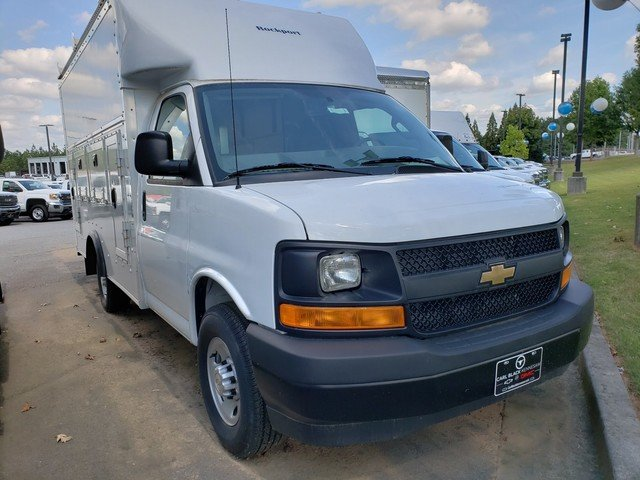 2017 Express 3500, Service Utility Van #1171566 - photo 4