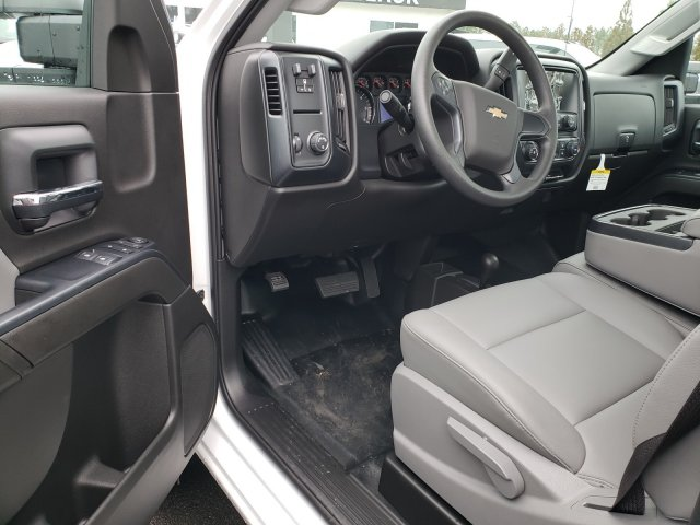 2017 Silverado 3500 Regular Cab DRW 4x4,  Reading Service Body #1171608 - photo 5