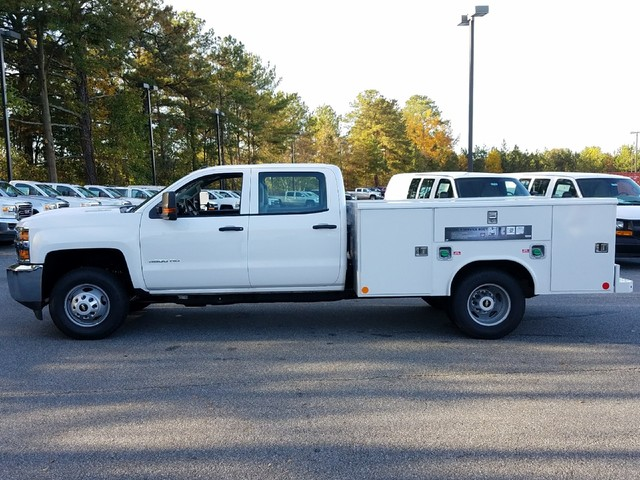2018 Silverado 3500 Crew Cab DRW 4x4, Reading Service Body #1180154 - photo 3