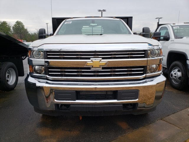 2018 Silverado 3500 Regular Cab DRW 4x4,  Reading Platform Body #1180377 - photo 3