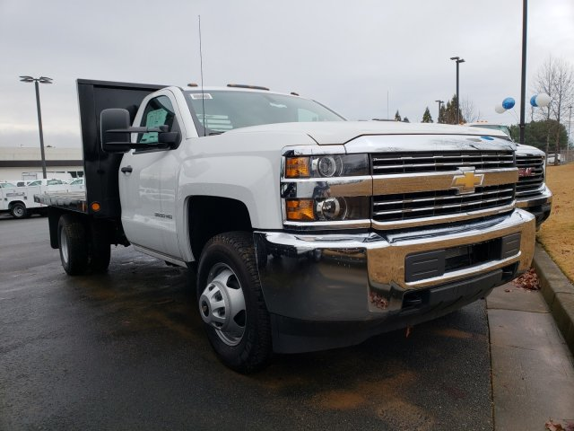 2018 Silverado 3500 Regular Cab DRW 4x4,  Reading Platform Body #1180377 - photo 4