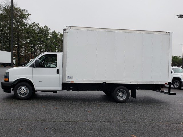 2018 Express 3500 4x2,  Complete Truck Bodies Cutaway Van #1180728 - photo 2