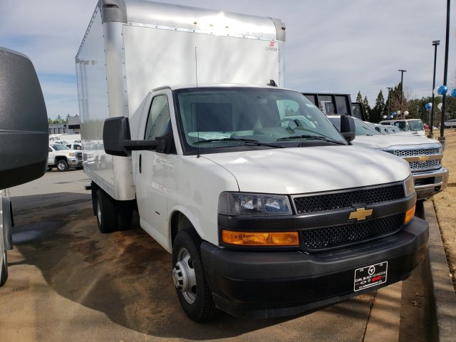2018 Express 3500 4x2, Supreme Iner-City Cutaway Van #F11906799 - photo 6