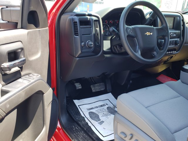 2019 Silverado Medium Duty Regular Cab DRW 4x2, Rollback Body #M1990015 - photo 5