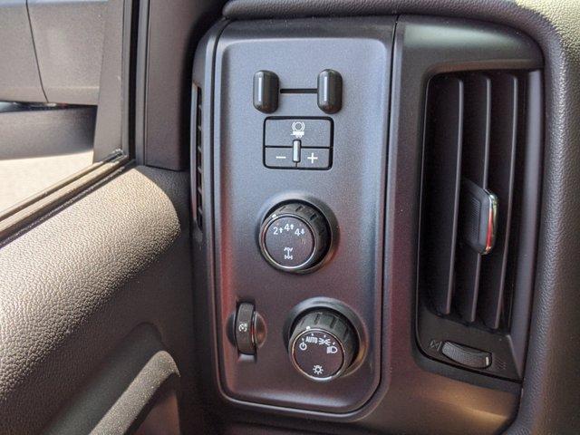 2019 Chevrolet Silverado Medium Duty Regular Cab DRW 4x4, Reading SL Service Body #M1990143 - photo 22