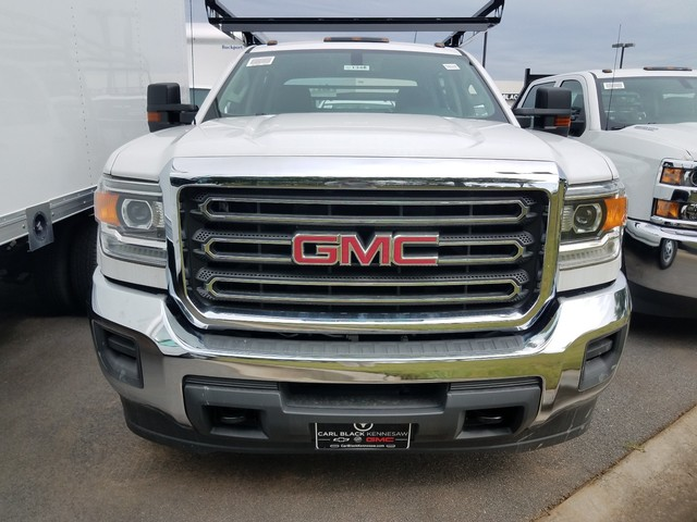 2017 Sierra 3500 Crew Cab DRW 4x4, Contractor Body #1371346 - photo 3