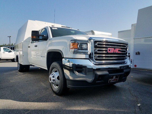 2017 Sierra 3500 Crew Cab DRW 4x4, Service Body #1371886 - photo 1
