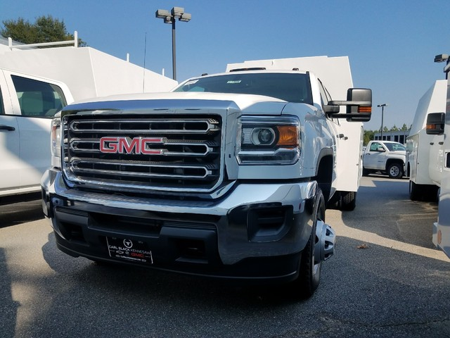 2017 Sierra 3500 Crew Cab DRW 4x4, Service Body #1371886 - photo 3
