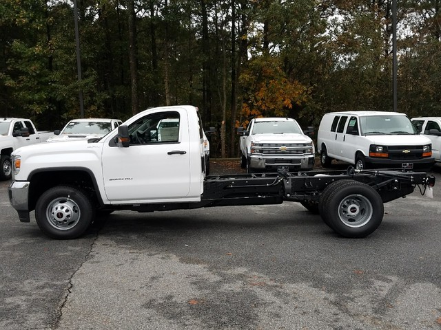 2018 Sierra 3500 Regular Cab DRW 4x4 Cab Chassis #1380140 - photo 3
