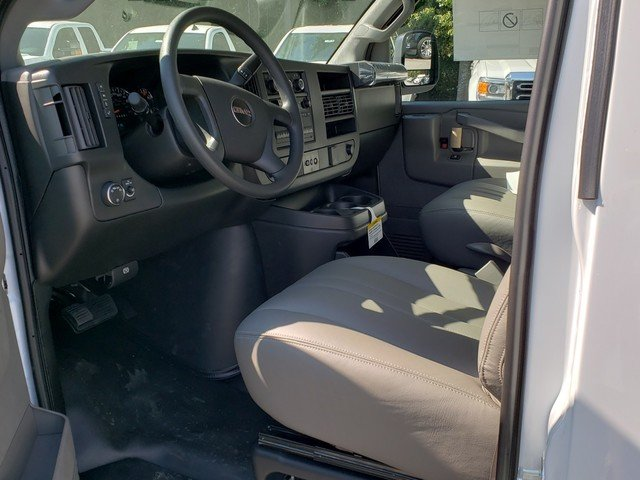 2018 Savana 2500 4x2,  Empty Cargo Van #1381347 - photo 3