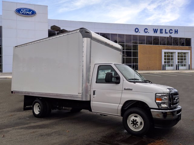 2021 Ford E-450 4x2, Supreme Cutaway Van #00T33298 - photo 1