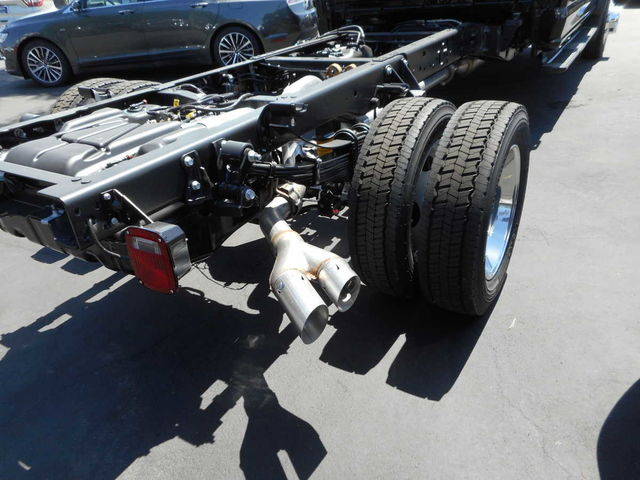 2017 F-550 Crew Cab DRW, Cab Chassis #C171246 - photo 3