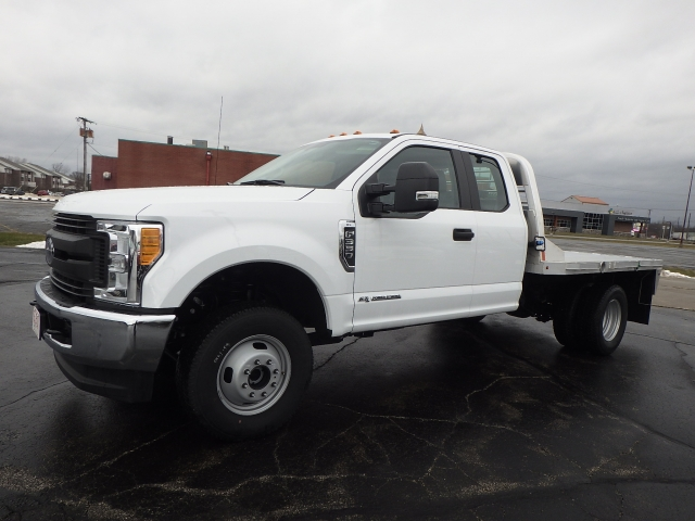 2017 F-350 Super Cab DRW 4x4 Platform Body #HEC75618 - photo 3