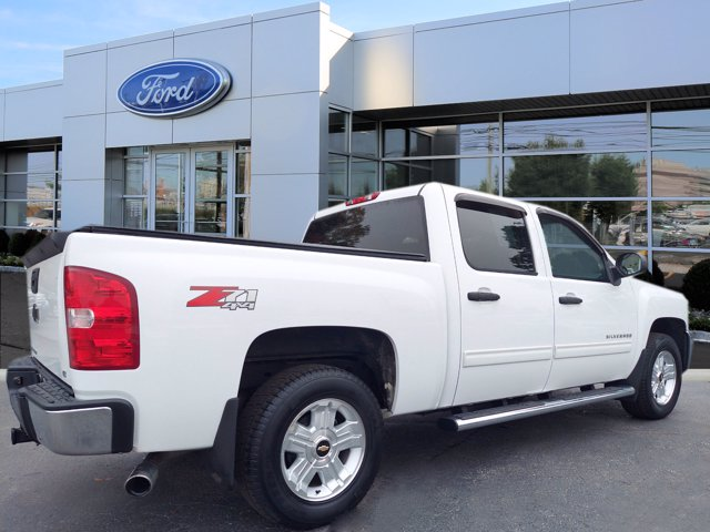 2013 Chevrolet Silverado 1500 Crew Cab 4x4, Pickup #W00941F - photo 2