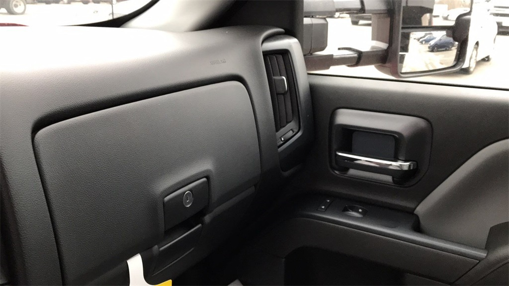 2017 Silverado 3500 Regular Cab DRW 4x2,  Cab Chassis #CHZ256656 - photo 24