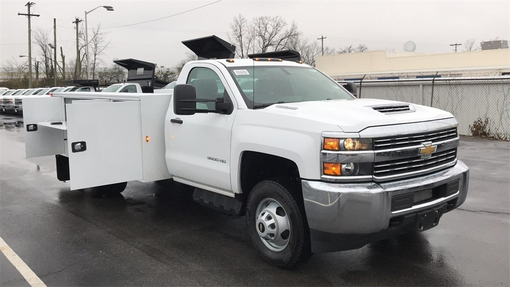 2018 Silverado 3500 Regular Cab DRW 4x2,  Cab Chassis #CJF128109 - photo 4