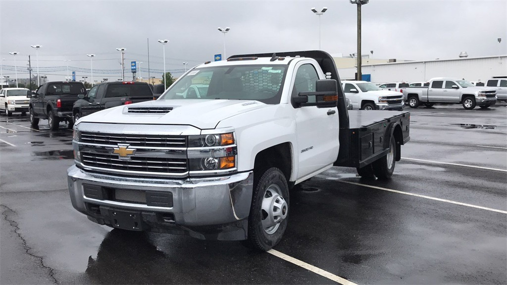 2018 Silverado 3500 Regular Cab DRW 4x4,  Knapheide Platform Body #CJF184226 - photo 3