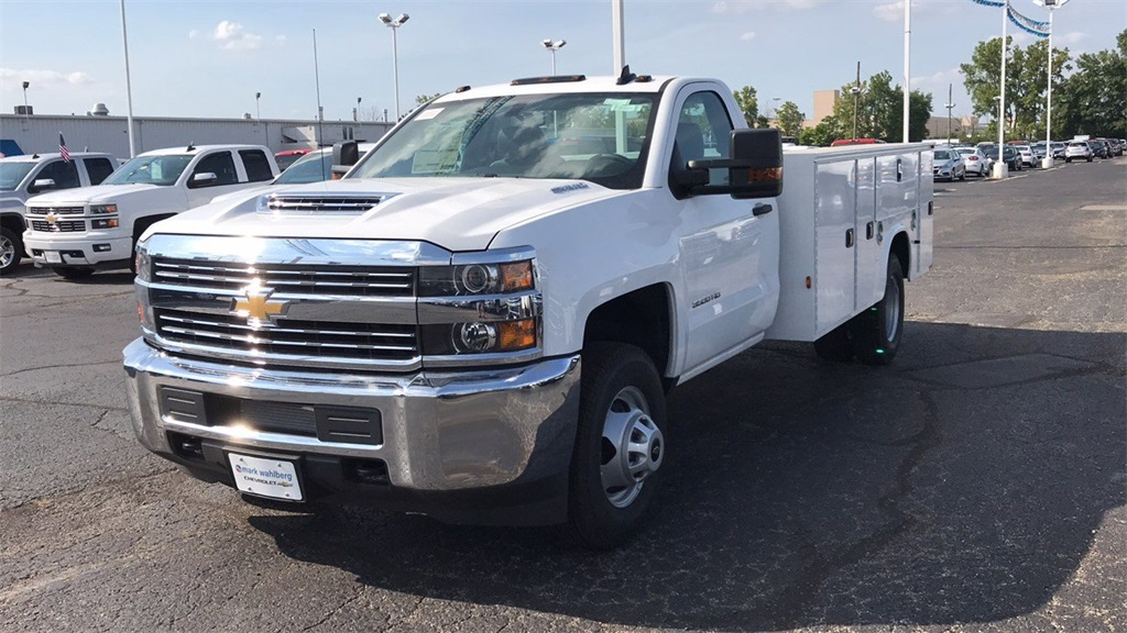 2018 Silverado 3500 Regular Cab DRW 4x4,  Knapheide Standard Service Body #CJF185893 - photo 3