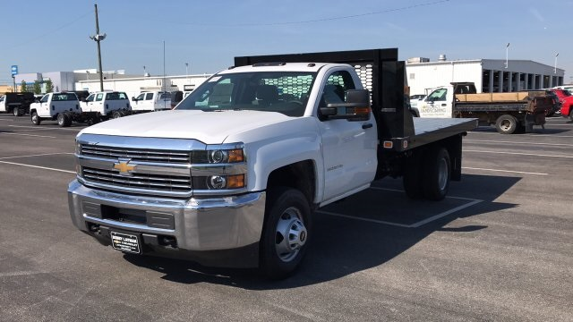 2018 Silverado 3500 Regular Cab DRW, Platform Body #JF109342 - photo 4