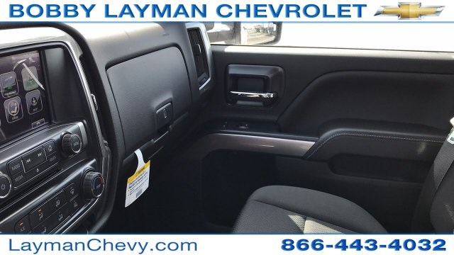 2018 Silverado 3500 Crew Cab DRW 4x4, Platform Body #JF212272 - photo 27