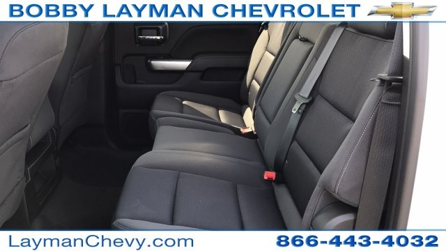 2018 Silverado 3500 Crew Cab DRW 4x4, Platform Body #JF212272 - photo 28
