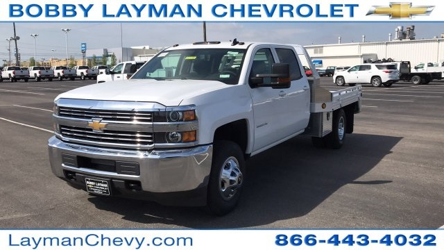 2018 Silverado 3500 Crew Cab DRW 4x4, Platform Body #JF212272 - photo 3
