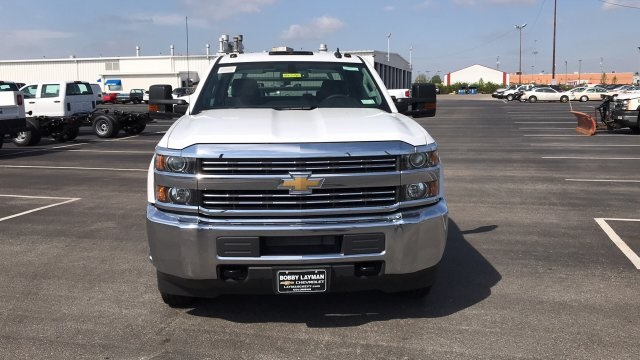 2018 Silverado 3500 Crew Cab DRW 4x4, Platform Body #JF212272 - photo 4
