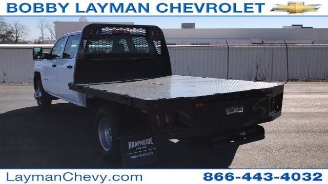 2018 Silverado 3500 Crew Cab DRW 4x4, Platform Body #JF228899 - photo 3